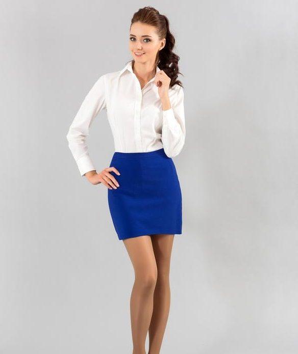 Белая рубашка, синяя юбка мини