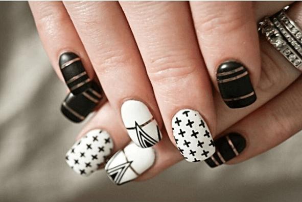 Черно-белый маникюр с геометрическими узорами