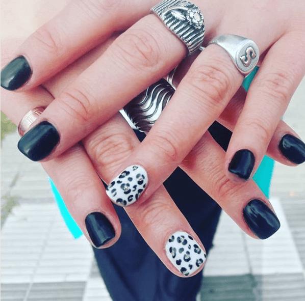 Черно-белый маникюр с леопардовым рисунком