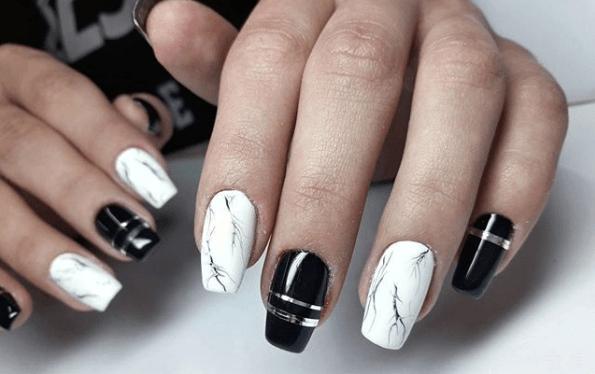 Черно-белый маникюр с металлической нитью и дизайном