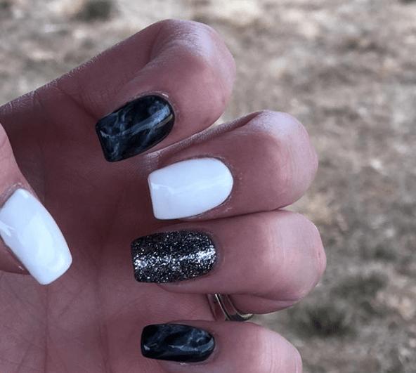 Черно-белый маникюр с омбре и серебряными блестками