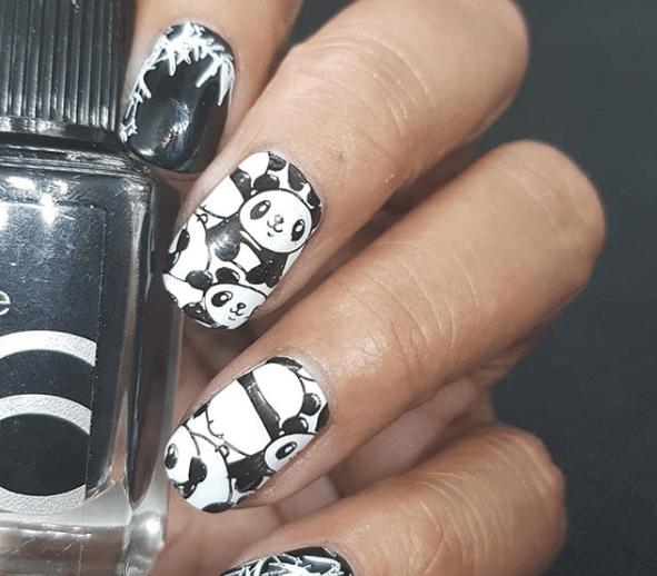 Черно-белый маникюр с пандами