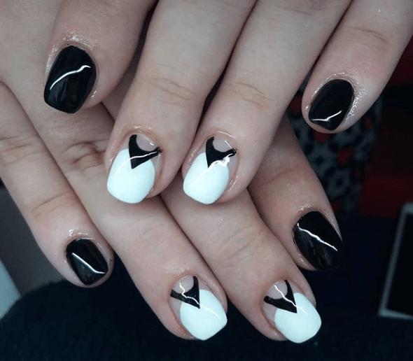 Черно-белый маникюр с прозрачным фоном