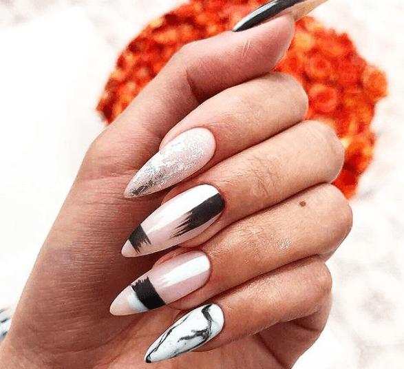 Черно-белый маникюр с серебряным глиттером и абстрактным узором