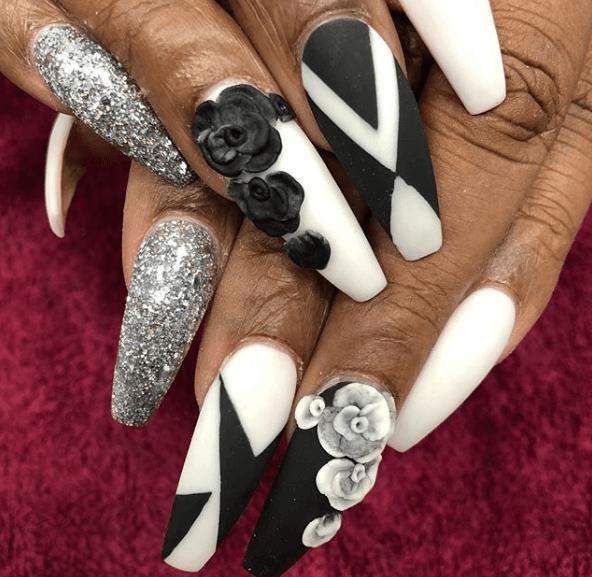 Черно-белый маникюр с серебряными блестками, геометрическим узором и акриловыми розами на длинные ногти
