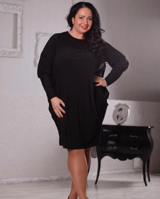 Деловое платье-баллон для полной женщины