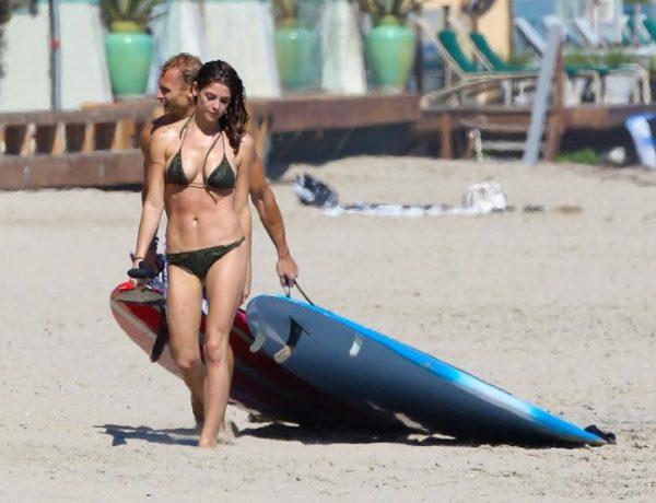 Эшли Грин отдыхает на нудистском пляже
