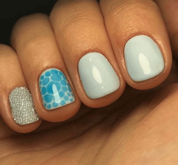 Голубой маникюр с дизайном и каплями