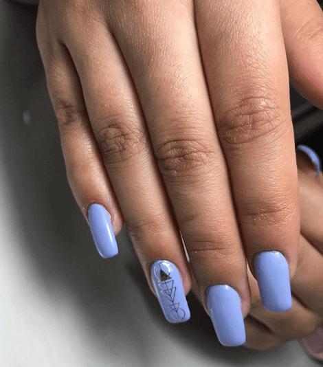 Голубой маникюр с геомтерическим узором