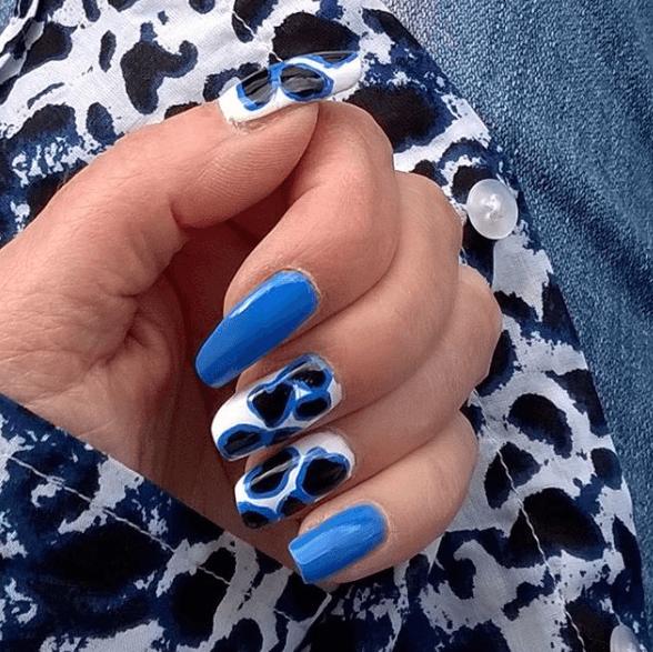 Голубой маникюр с леопардовым принтом
