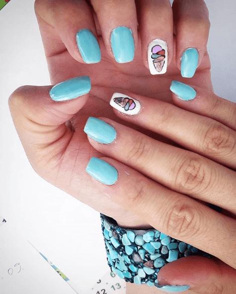 Голубой маникюр с мороженым