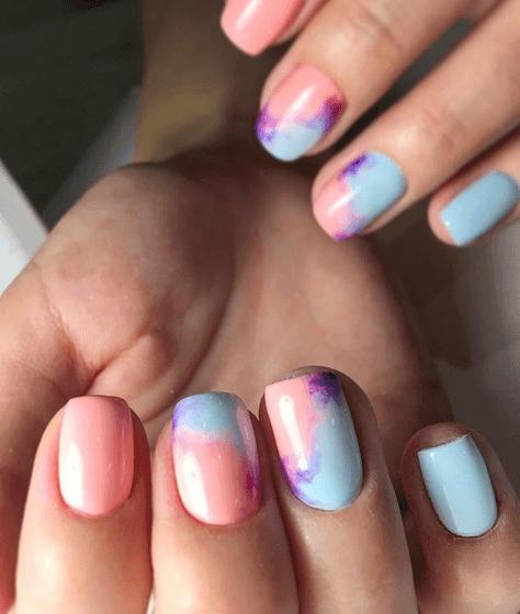 Голубой маникюр с розовым градиентом