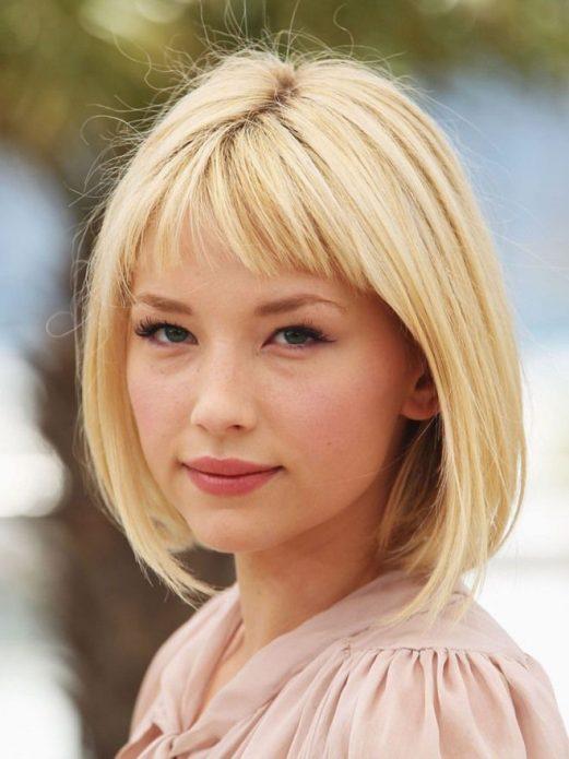 короткая челка блонд
