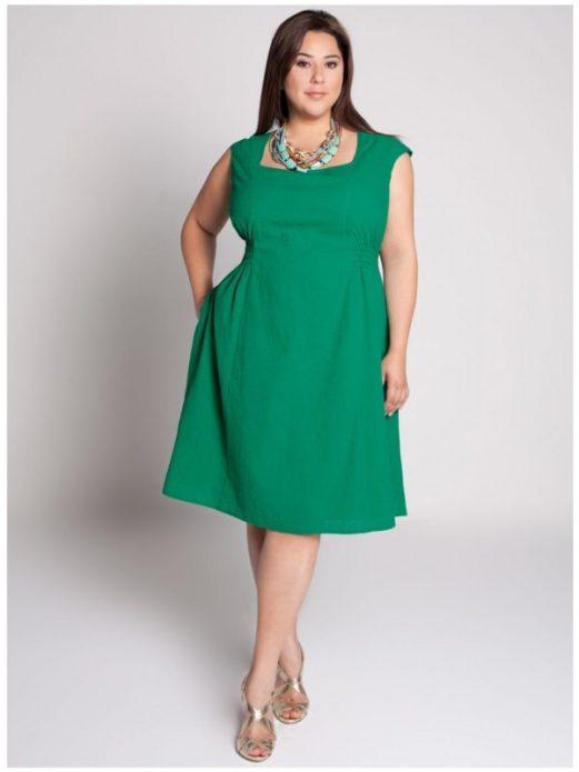 Летнее деловое платье для полной женщины