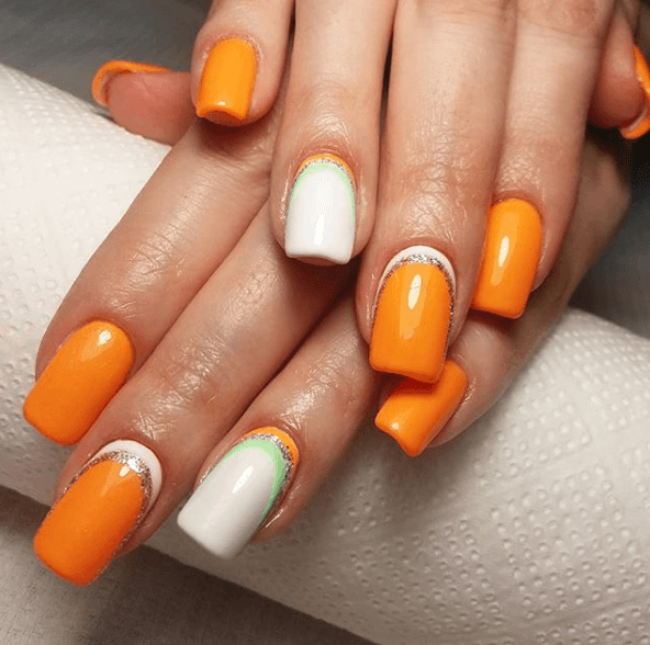 Оранжево-белый маникюр