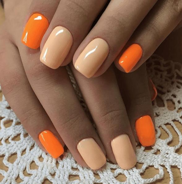 Оранжево-бежевый маникюр