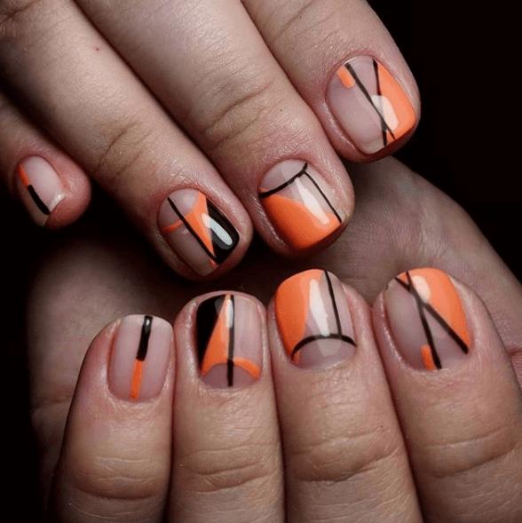 Оранжево-черный маникюр с геометрическим узором