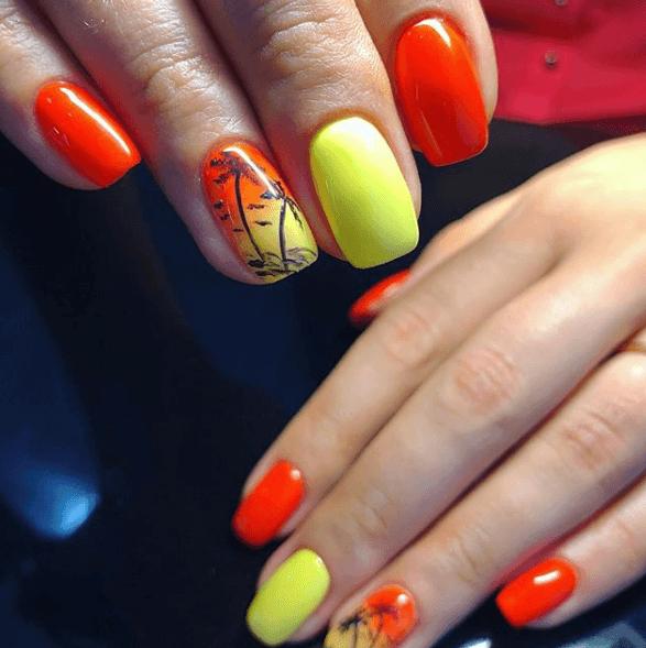 Оранжево-жёлтый маникюр с рисунком пальмы