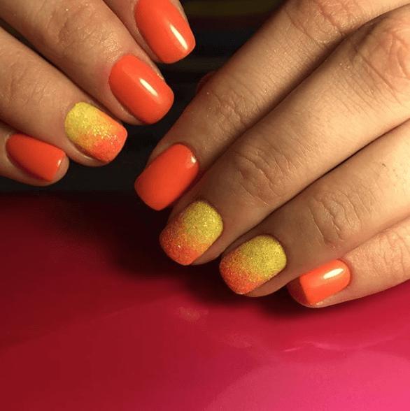 Оранжево-жёлтый маникюр со втиркой и градиентом