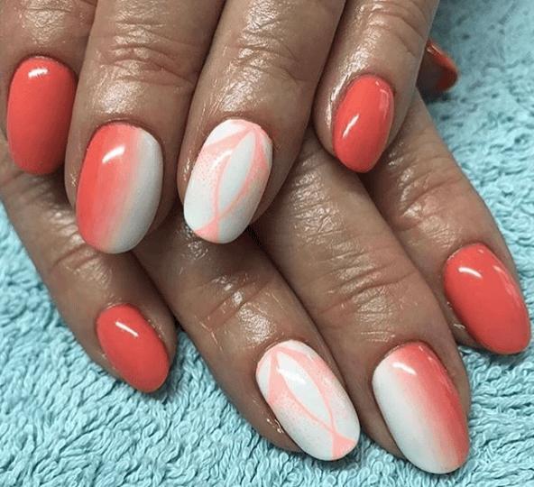 Оранжевый маникюр с белым градиентом