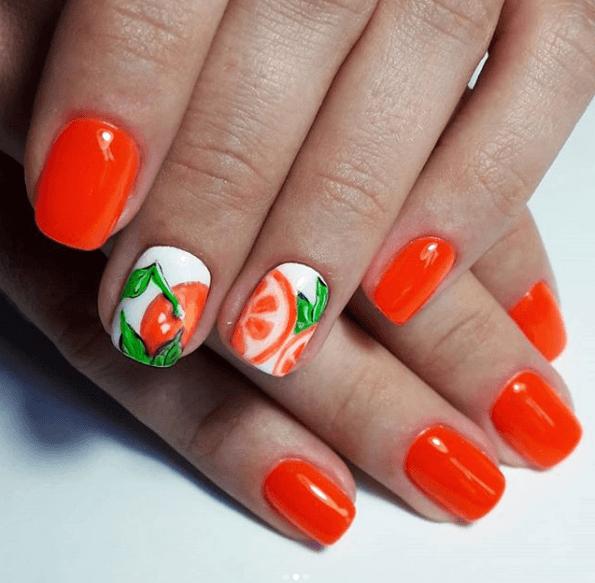 Оранжевый маникюр с белыми пальчиками, дизацн апельсин