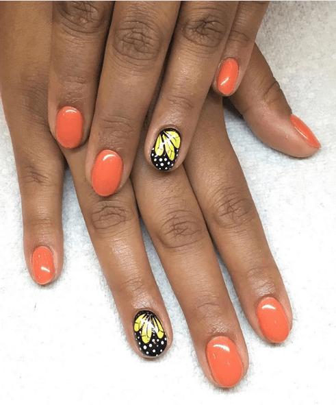 Оранжевый маникюр с чёрным дизайном