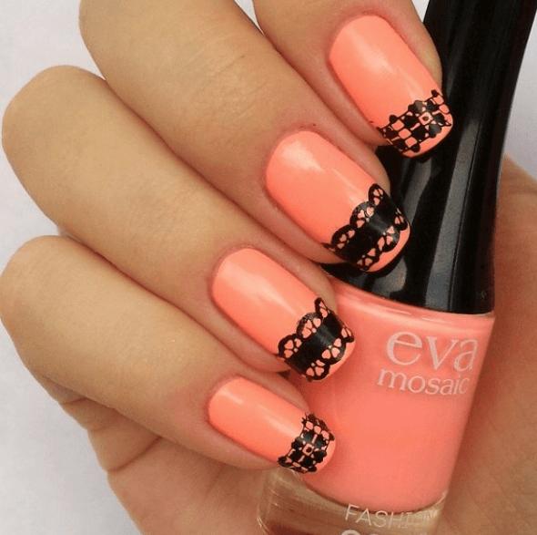 Оранжевый маникюр с черным кружевом
