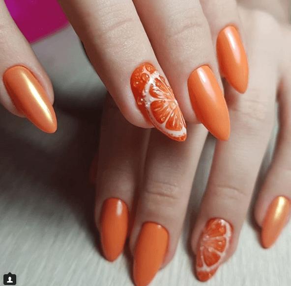 Оранжевый маникюр с дизайном апельсин