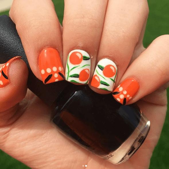 Оранжевый маникюр с дизайном апельсины