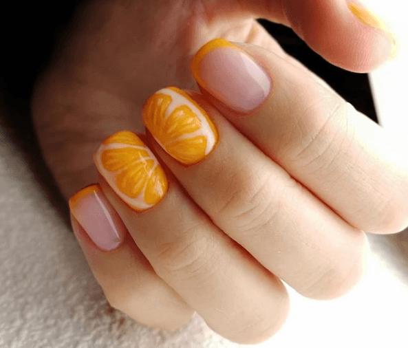 Оранжевый маникюр с дизайном мандарин и френч
