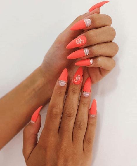 Оранжевый маникюр с геометрическим дизайном на длинные ногти