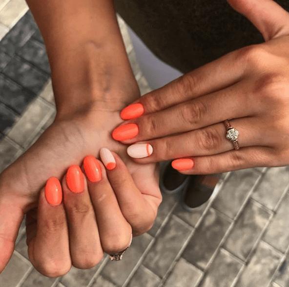 Оранжевый маникюр с персиковым цветом