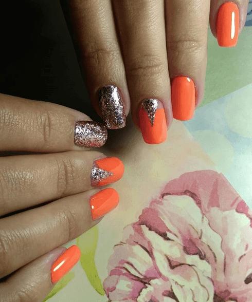 Оранжевый маникюр с серебряными блёстками