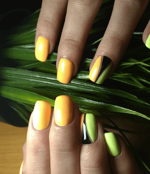 Оранжевый маникюр с зеленым и черным