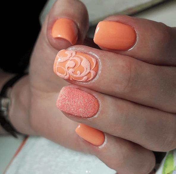 Оранжевый маникюр со втиркой и узорами