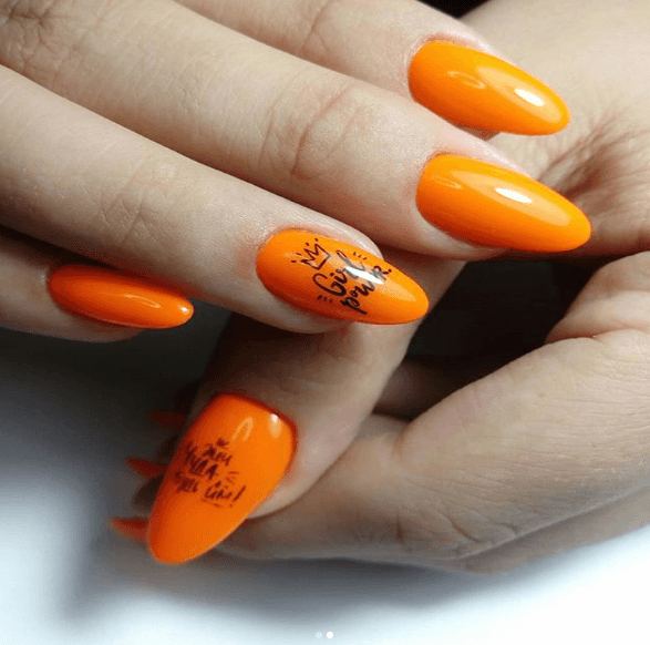 Оранжевый маникюр в рисунком