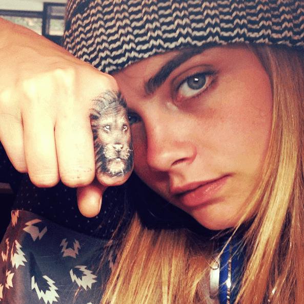 Кара Делевинь татуировка