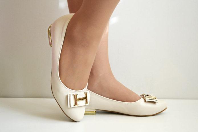 Белые балетки с прядками от Hermes