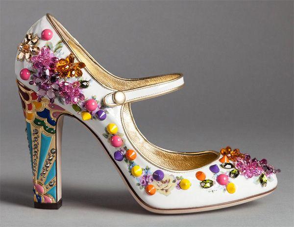 Обувь Dolce&Gabbana, инкрустированная камнями, стразами и прочими декоративными элементами