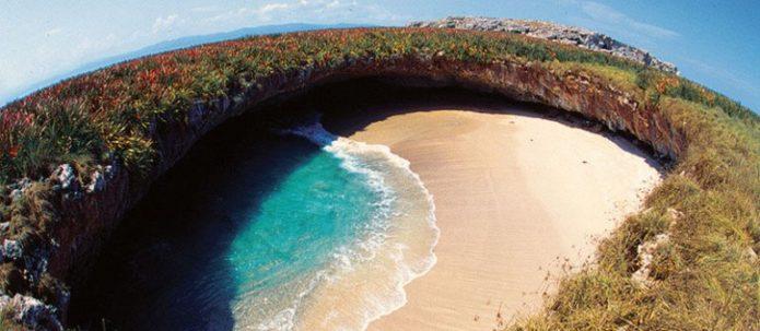 Вулканический пляж в Мексике