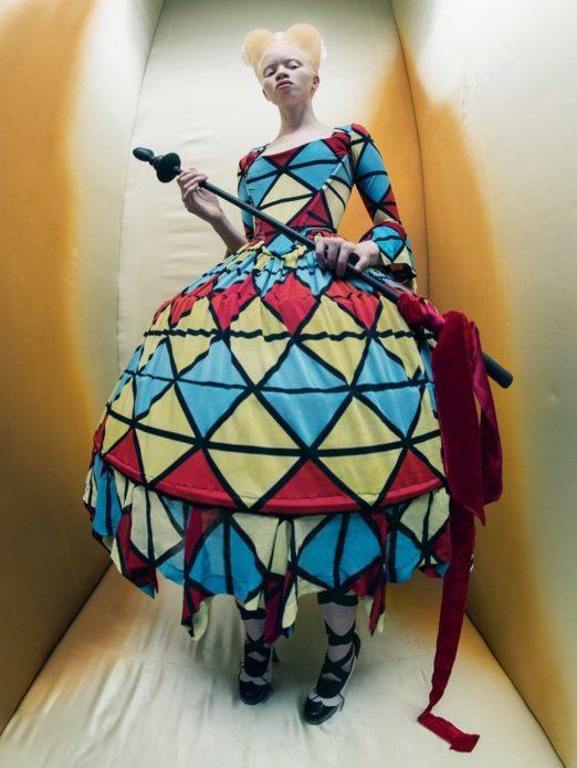 Тандо Хопа в костюме Красной Королевы из «Алисы в Стране чудес»