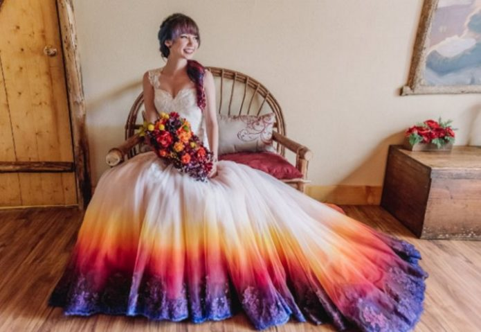 Свадебное платье с радужным подолом-