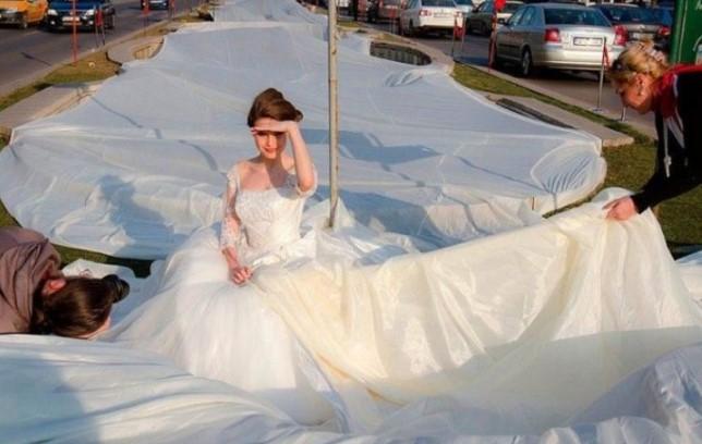 Свадебное платье с бесконечным подолом