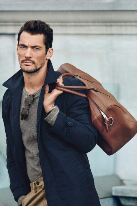 Дэвид Ганди с сумкой — самый красивый мужчина-модель