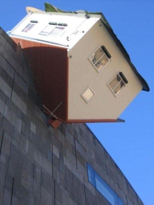 Атакованный дом