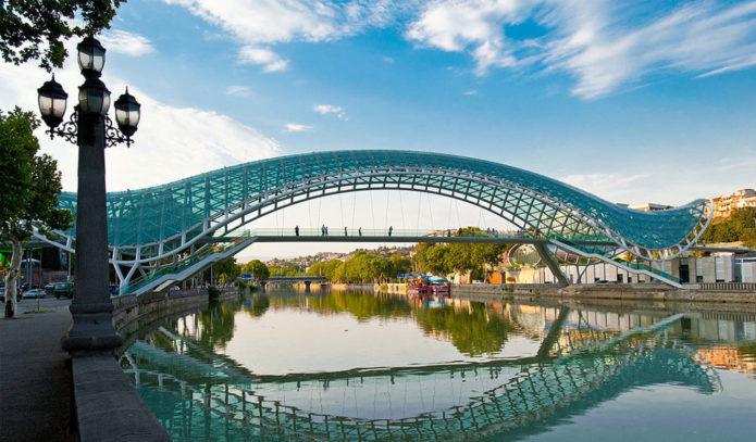 Необычный Мост Мира в Грузии