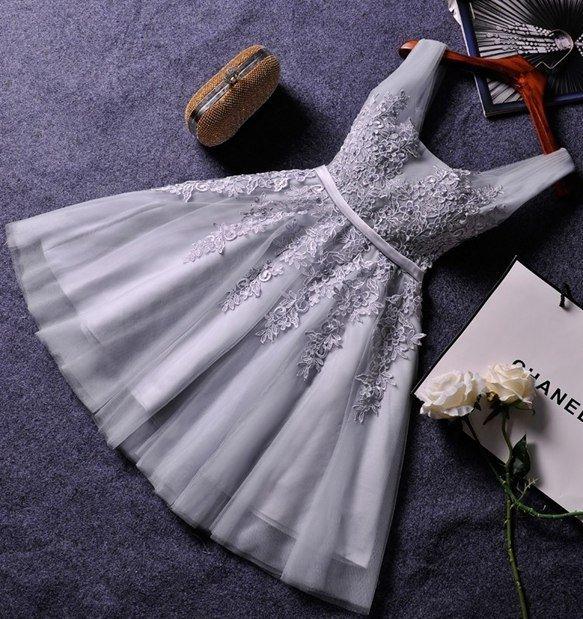 Красивое мини-платье сдержанного оттенка