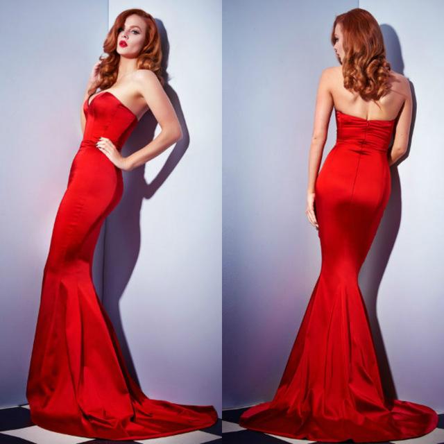 Вечернее платье облегающего силуэта «рыбка» яркое