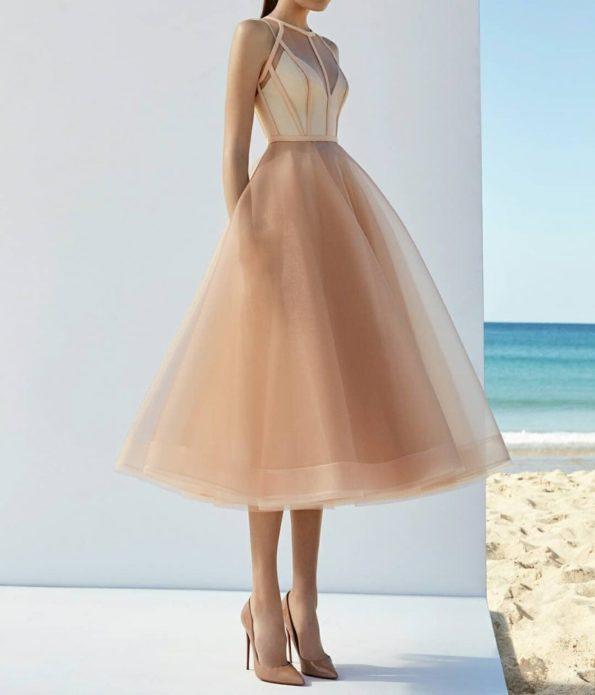 Красивое платье с пышной юбкой миди