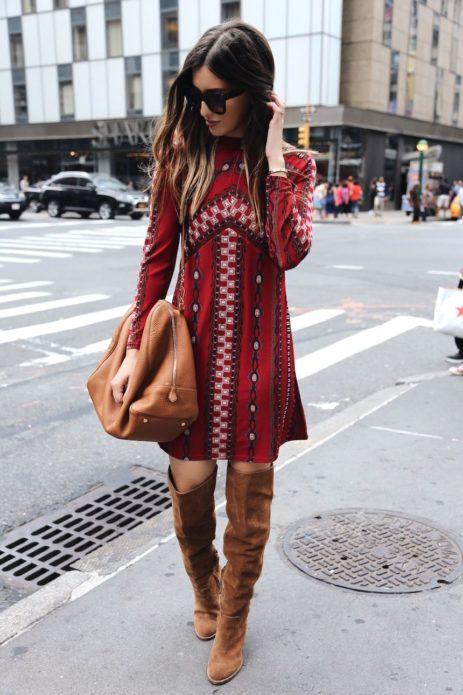Платье этно-бохо в сочетании с замшевыми сапогами